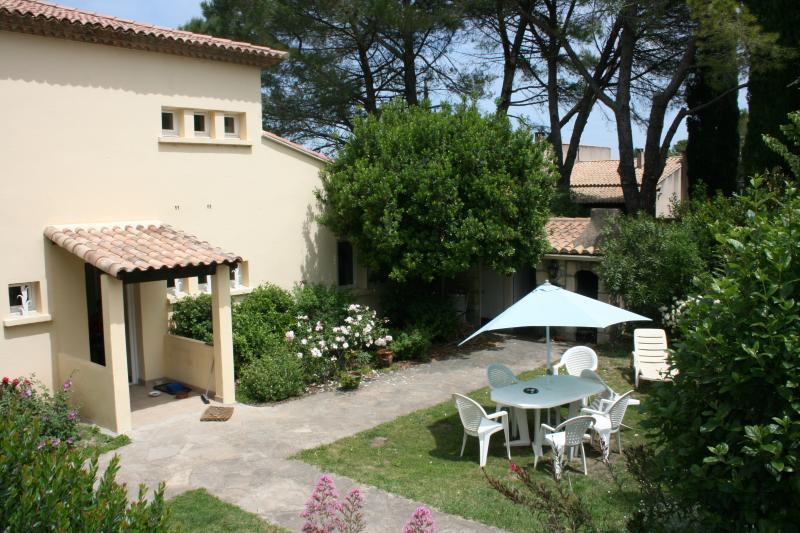 grande maison avec jardin et piscine, holiday rental in Boisseron