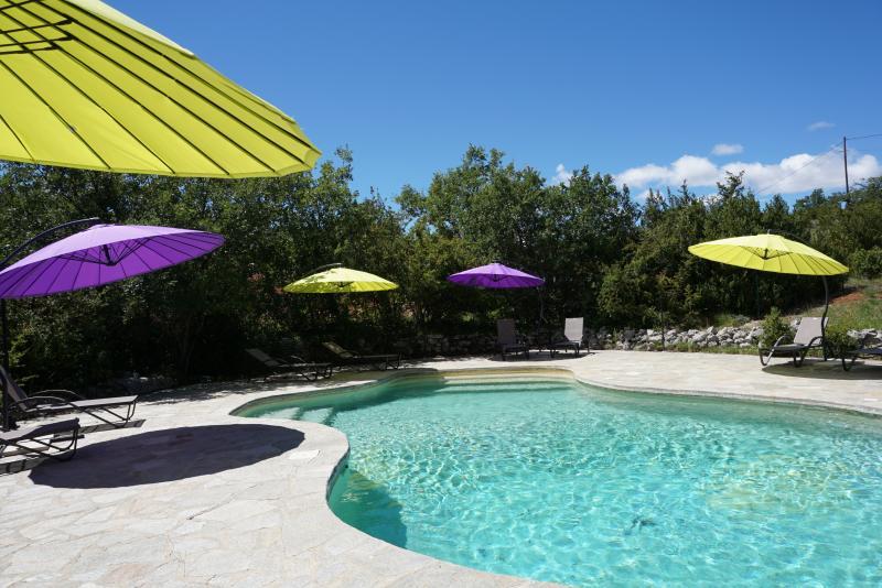 la piscine, chauffée de avril à fin septembre