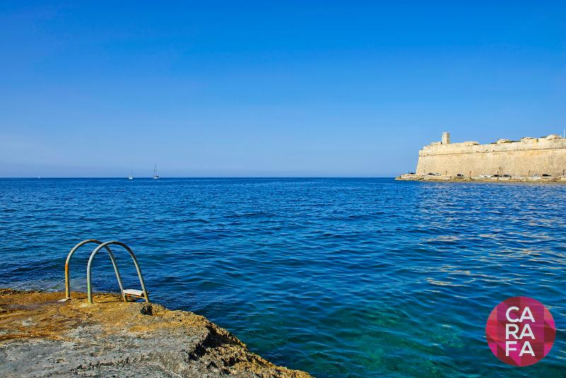 Swimming area 2 minutes on foot from Carafa Valletta Residence