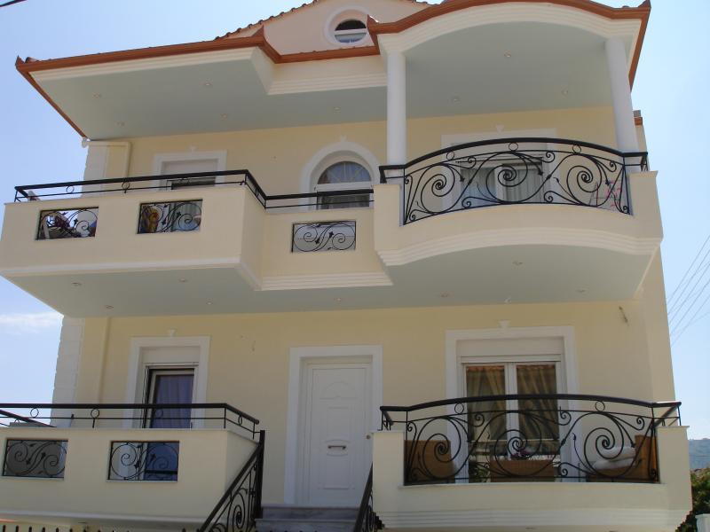 Prime Luxury Villa, holiday rental in Paralia Ofriniou