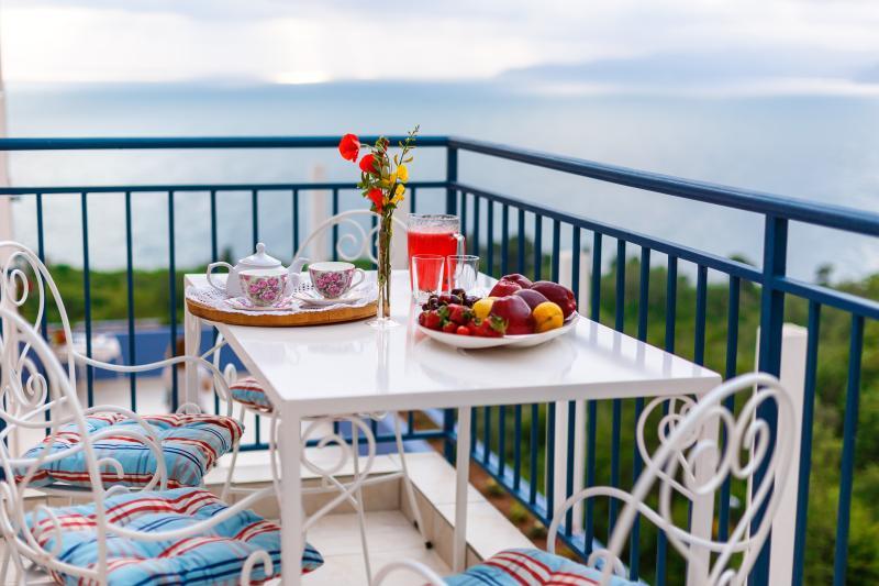 Blue Mediterranean/2  bedroom apartment ,sea v,4+2, casa vacanza a Sveti Stefan
