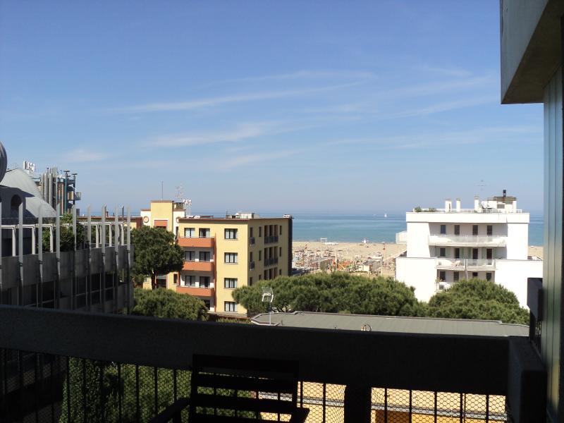 Bilocale balcone vista mare - Marina Centro Rimini, holiday rental in Rivazzurra