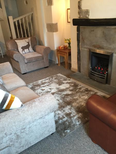 Beautiful cosy cottage, close to Yorkshire Dales 3 Peaks, Ingleton, Settle, Lakes, Trough of Bowland