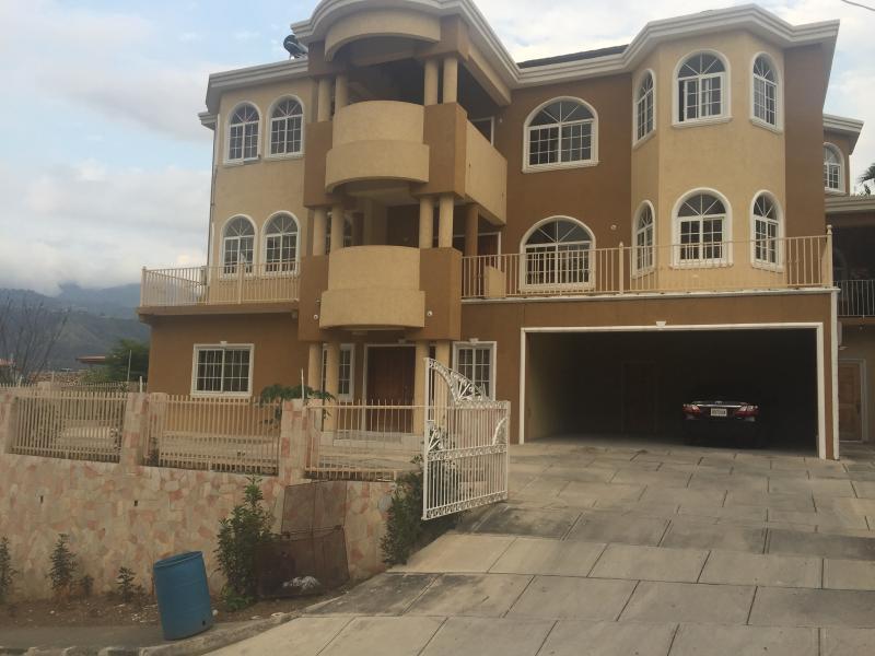 Suite 3- Karachi Manor, vacation rental in Bull Bay