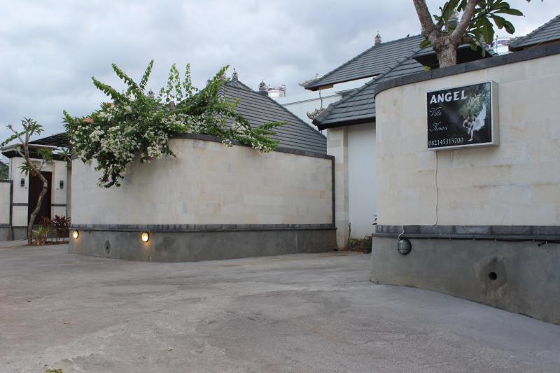 Entrance - Carport