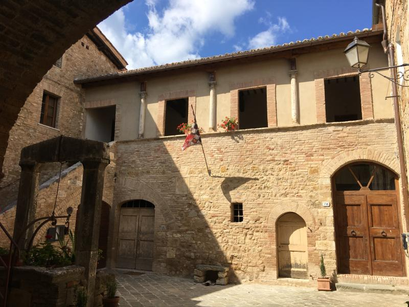 Satz in a historical building in the historical centre of San Quirico d'Orcia