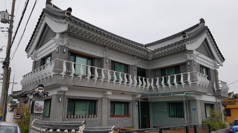 현대식 한옥 스타일의 멋스럽고 우아한 게스트하우스로서 냉난방시설이 잘 되있습니다, vacation rental in Gyeongsangbuk-do