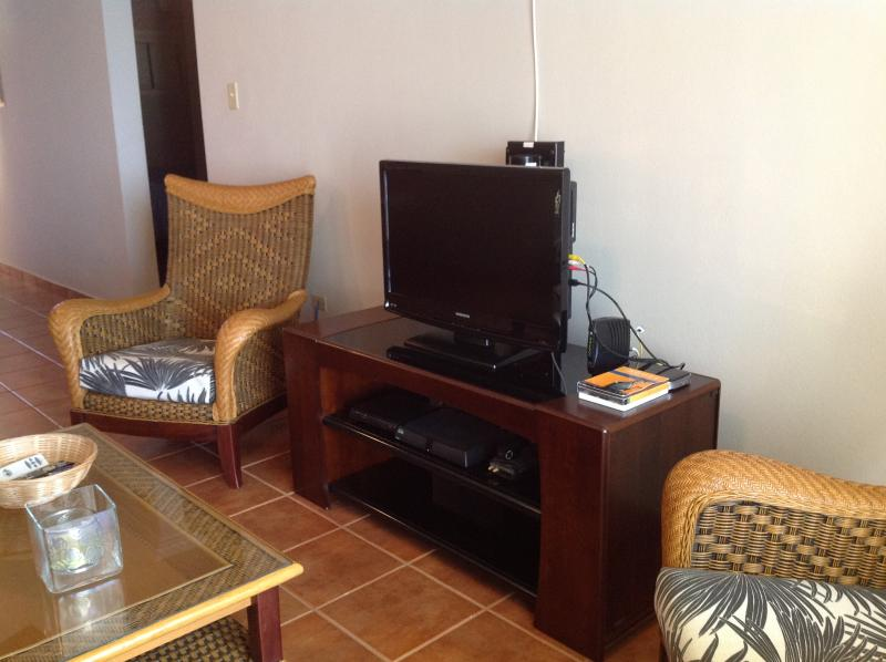 Flat screen TV with satellite programming.  High speed internet with WiFi.