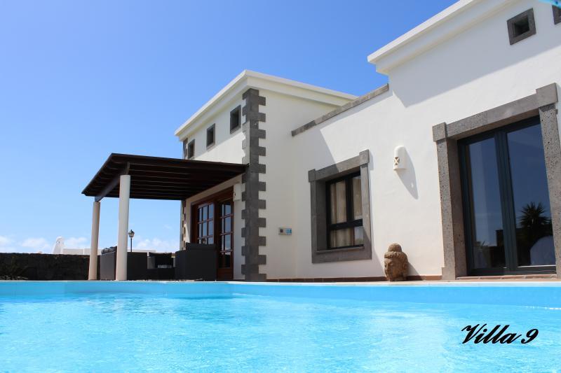 Villa privada de lujo- piscina de sal (30°C) jardin tropical- Wifi- TVSat, alquiler de vacaciones en Lanzarote