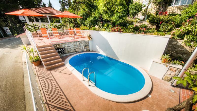 VILLA NINA - Garden bungalow, vacation rental in Mlini