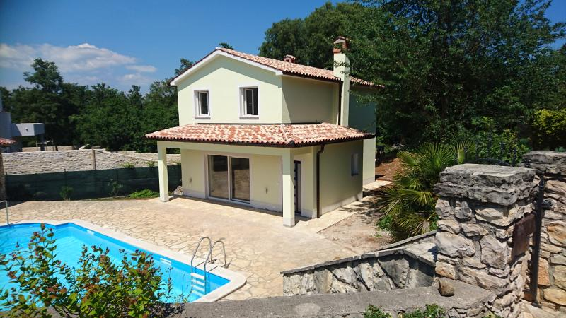 New buiit house 4*, 6 km away from the sea, location de vacances à Vozilici