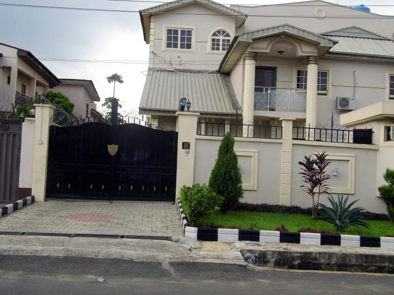 The Castle at Magodo,GRA (1 Bedroom option B ), vacation rental in Lagos State