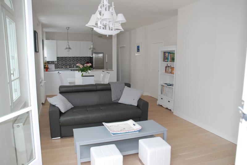 Appartement charme et authenticité plein centre, holiday rental in Saille