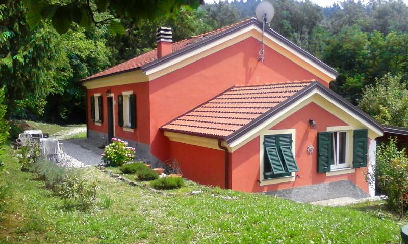 Casa Fragola, su un altipiano a 650mt sul livello del mare, tra pascoli e boschi a 25 km dalla costa