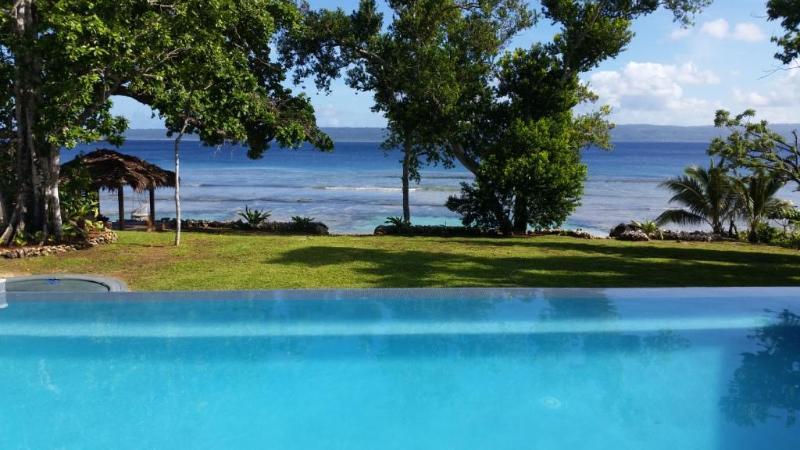 Sindiso - piscina y vistas al mar