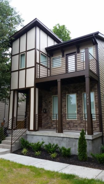 Luxury townhome in downtown Nashville awaiting your arrival