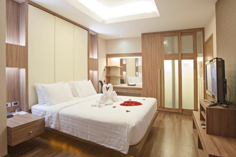 Royal 1 Bedroom Suite 66 Sq.m. - 15, vacation rental in Bangkok