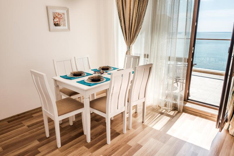 Cabacum Plaza 2 bedroom apartment at the Seaside, holiday rental in Golden Sands
