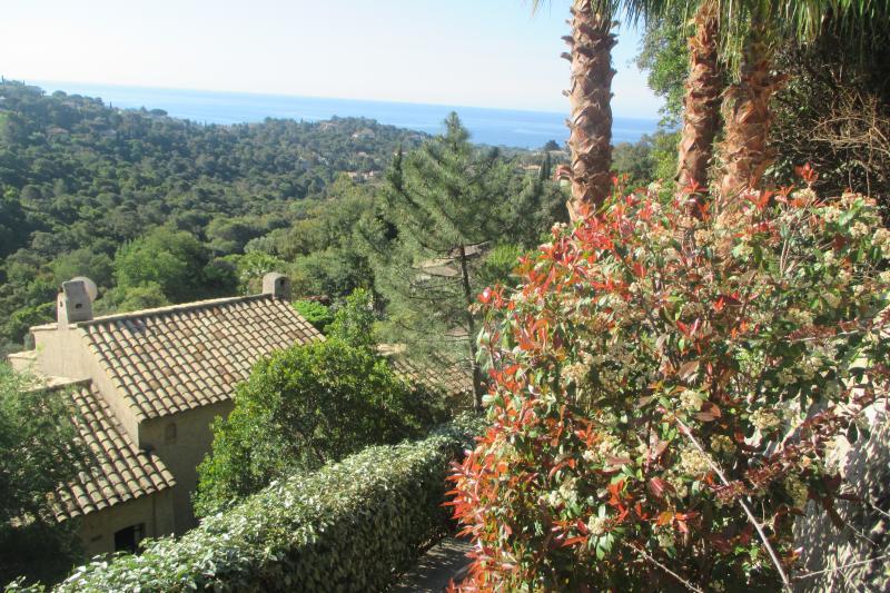 Petit Mas près Saint Tropez, vue mer, holiday rental in Port Cogolin
