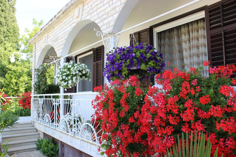 Sea View Apartment Maria, vacation rental in Kozino