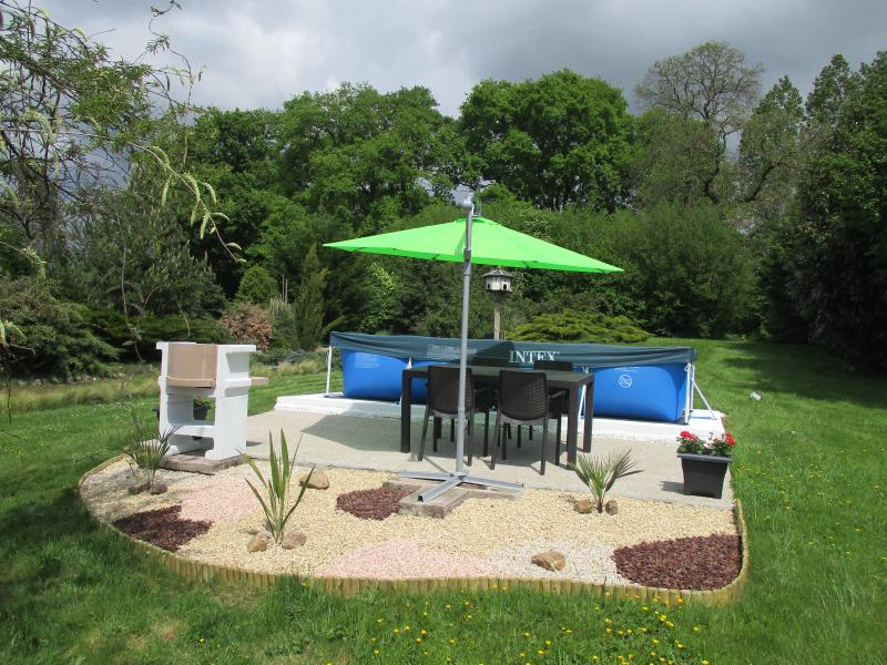 Patio area with Barbecue and heated Splash Pool