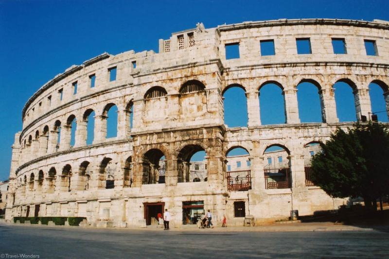 Pula Roman Arena - 8 min walking distance