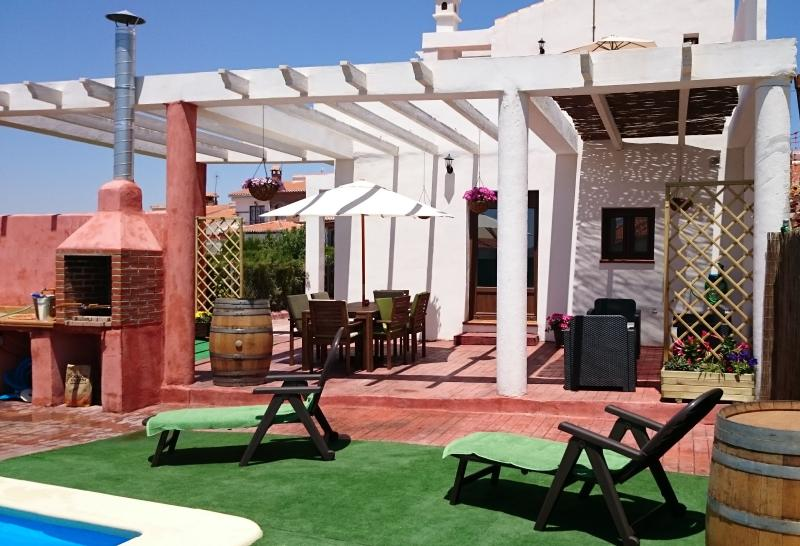 Chill-out, area to eat and private outdoor pool with barbecue.
