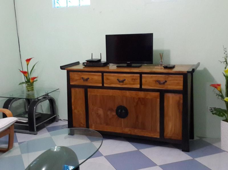 Philippines C5 area Taguig: Elaines place, vacation rental in Cavite City