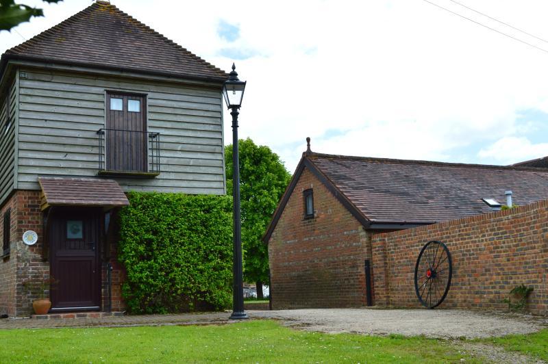 Honeysuckle Cottage, holiday rental in Sedlescombe