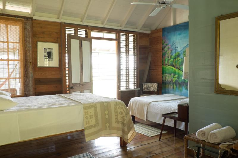 Retreat Plantation House - middle bedroom 1