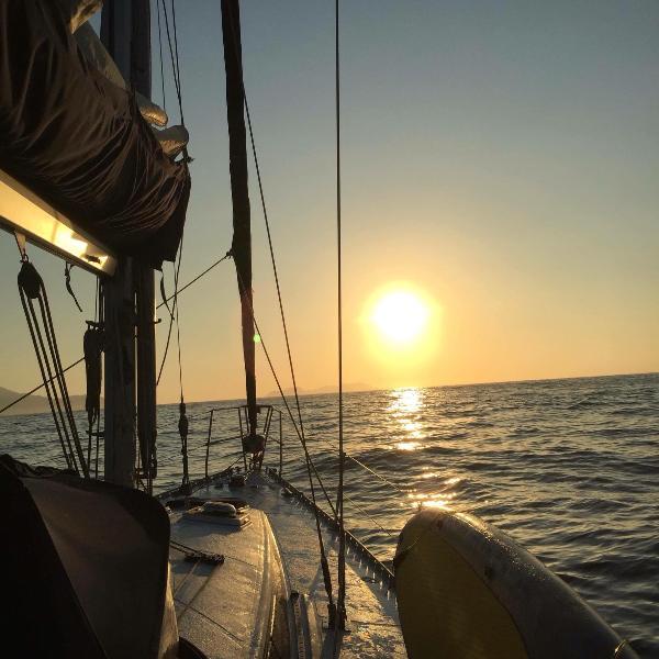 Classic 40ft Sailboat for lodging and tours, location de vacances à Trindade