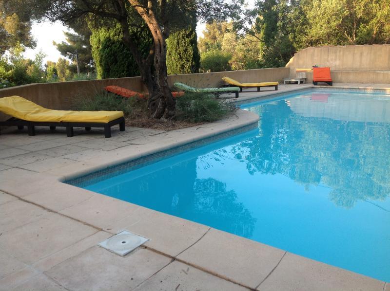 La Gardiole - Mas provençal avec piscine, aluguéis de temporada em Toulon