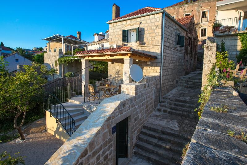 Sweet old stone house in center of Cavtat, vacation rental in Cavtat