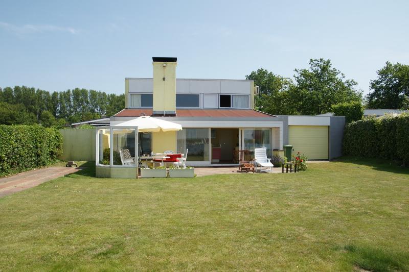 Exklusives alleinstehendes Haus mit Bootssteg, holiday rental in Gapinge