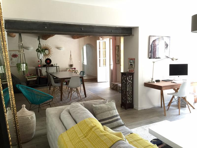Maison de charme au coeur du vieux village, location de vacances à Châteauneuf-du-Pape