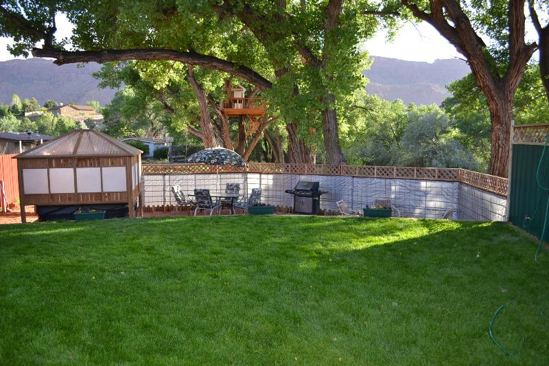 Gorgeous weather and views from this impressive backyard await you!