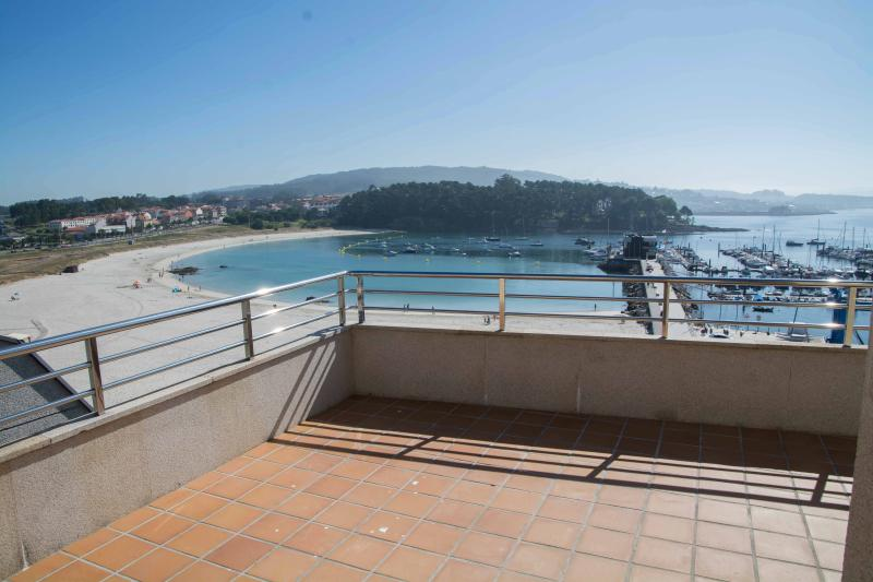 Impresionante piso de lujo a pie de playa, vacation rental in Pontevedra