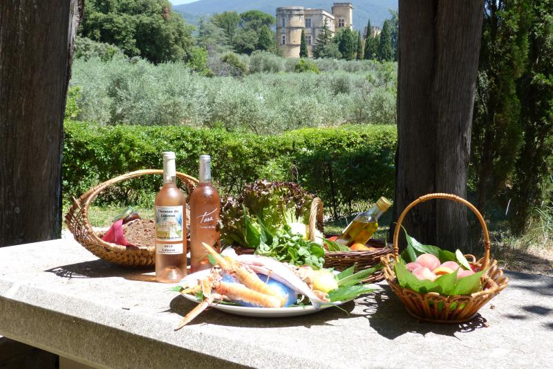 Back Market Lourmarin, lunch overlooking the castle and s Luberon mountains