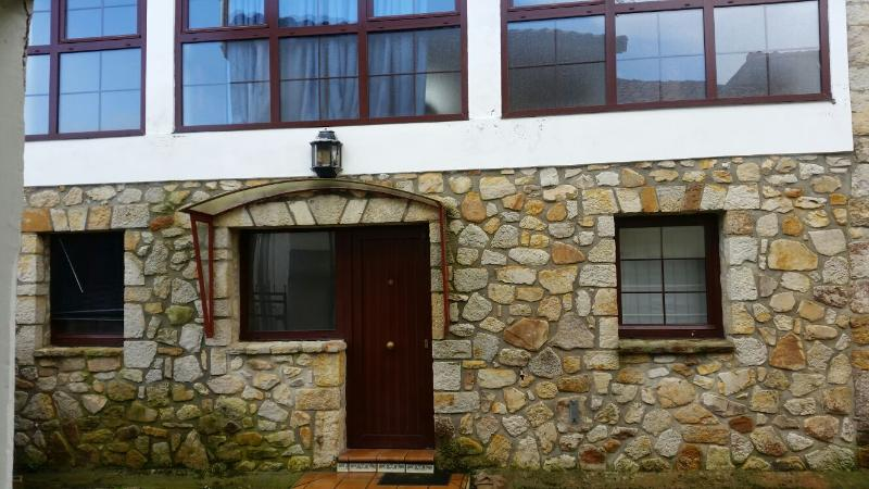 CASA TORRE DE PIEDRA - SAN ROQUE DEL ACEBAL - 100 M2, vacation rental in Llanes
