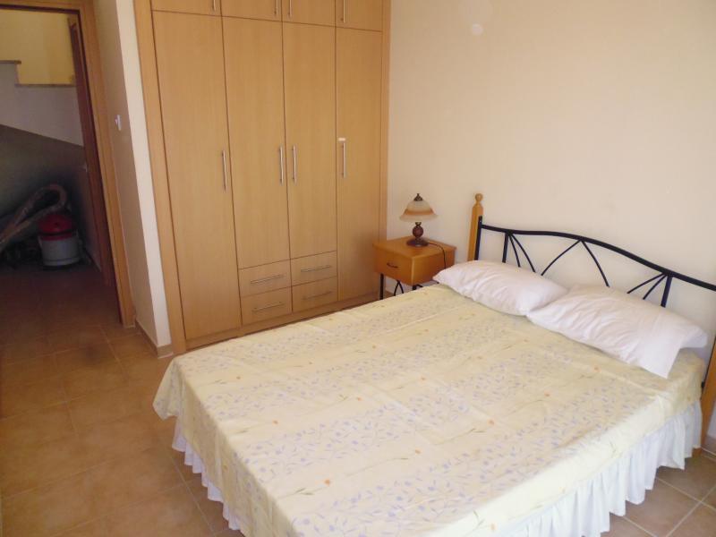 Ground floor rear bedroom towards entrance door.