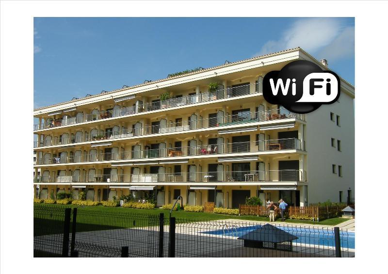 Klimatisierte 2-Zimmer-Wohnung mit Parkplatz und Pool