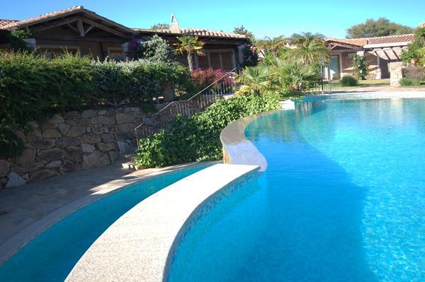 Delizioso villino in resort Chia Sud Sardegna, holiday rental in Chia