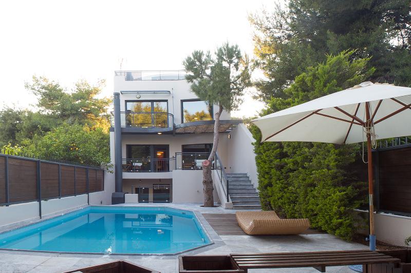 Villa Modern Arch, vacation rental in Artemida