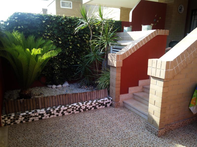 OFERTA  SEMANA 28 AGOSTO  AL 4 DE SEPT .BAJO CON WIFI Y PISCINA, holiday rental in Oropesa Del Mar