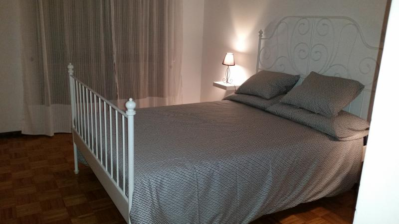 Newly furnished 1 bedroom flat Setubal near Lisbon, vacation rental in Pegoes