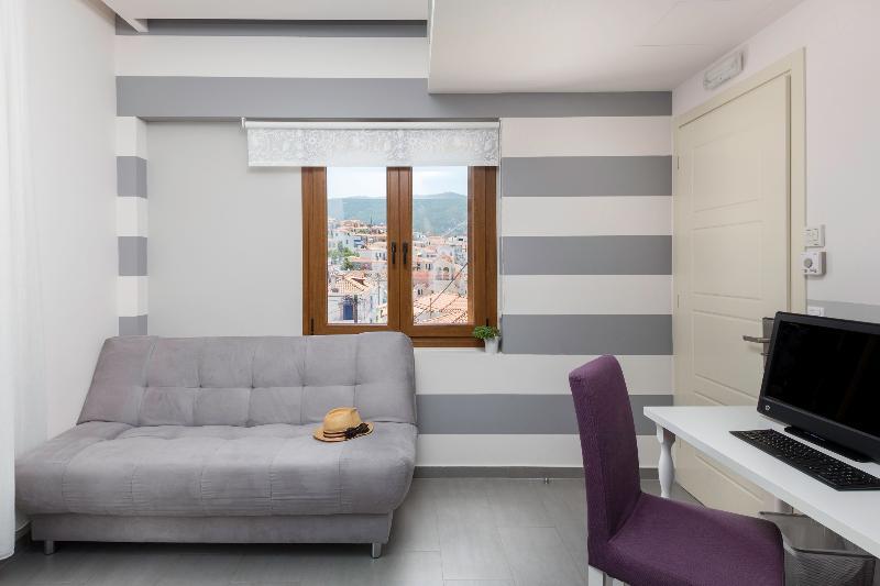 Suite with Poros Town View, aluguéis de temporada em Galatas
