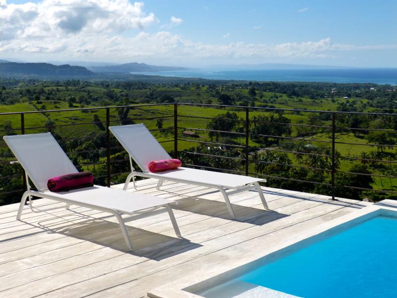 Breathtaking sea views - Infinity pool - A/C, alquiler de vacaciones en Magante