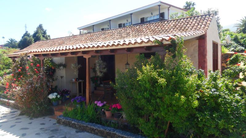 Casa Gron - Many privacy in a rustic Canarian house - Pool, casa vacanza a Brena Alta