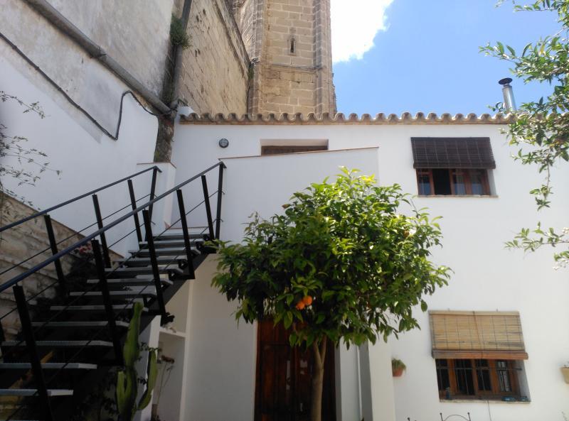 Loft junto iglesia siglo XIV centro, holiday rental in Jerez De La Frontera