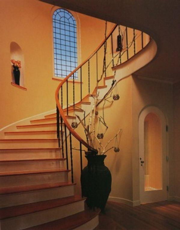 Entry spiral staircase